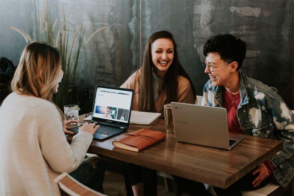 salariés heureux avec les avantages CSE